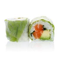 Heerlijke sushi met rijstpapier en munt